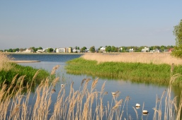 Haapsalu: moderne Bauten in grüner Umgebung