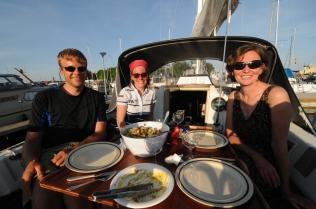 Henning, Janne und Moni an Bord der Bavaria 30