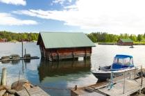 Windschiefer Bootsschuppen auf Högsara