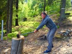 aber vorher noch Holz hacken