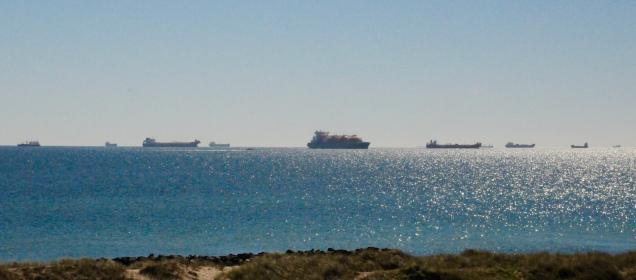 Vor Skagen liegen dutzende Frachter auf Reede