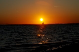 Segler im Sonnenuntergang