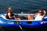 Lehrstunde im Schlauchbootfahren für Moni