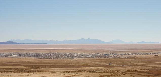 Uyuni liegt inmitten der Wüste