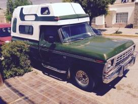 Ford F100 mit Campingkabine
