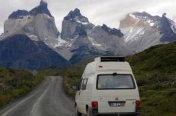 Der Bus schnurrt durch den Nationalpark