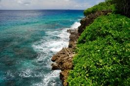 Steile raue Küstenlinie