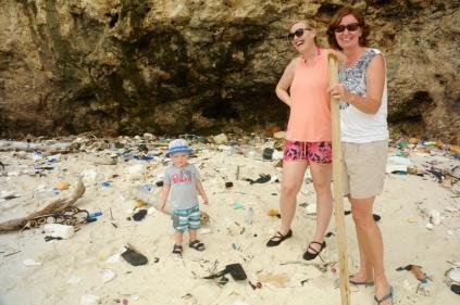 James, Amy und Moni am Müllstrand