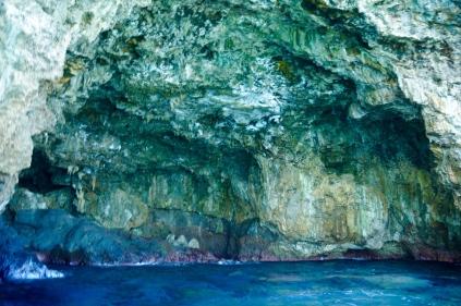 Eine Höhle auf dem Weg.