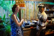 Moni und Putu kochen gemeinsam...