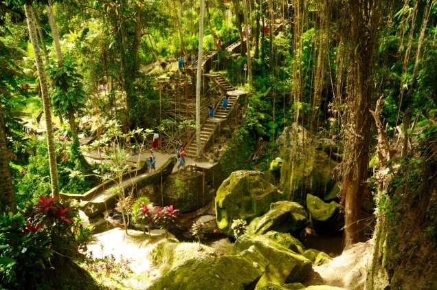 Tief in den Dschungel gebaut