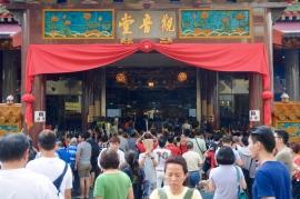 Großer Andrang am Tempel