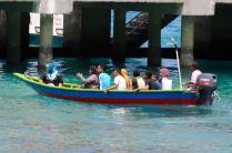 Großfamilie auf Bootsausflug